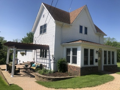 Iowa County Single Family Home For Sale: 110 8th St