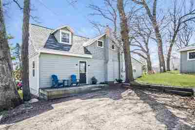 Stoughton Single Family Home For Sale: 1939 Quam Point Rd