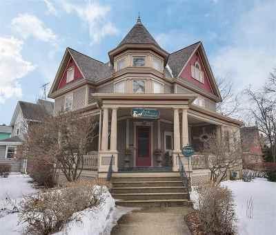 Columbus Single Family Home For Sale: 300 S Dickason Blvd