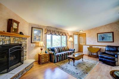 Iowa County Single Family Home For Sale: 7160 Roberts Rd