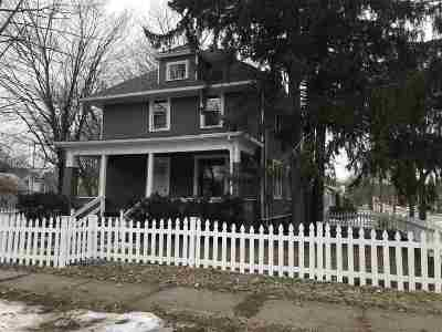 Baraboo WI Single Family Home For Sale: $174,900
