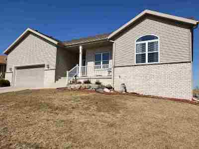 Cottage Grove Single Family Home For Sale: 204 Michelle Ln