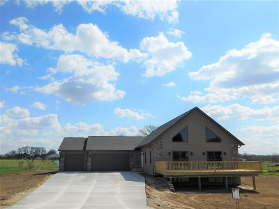 Columbia County Single Family Home For Sale: W7428 White Oak Run