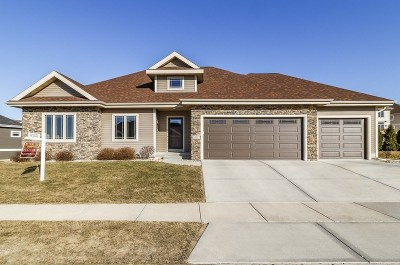 Waunakee Single Family Home For Sale: 1407 Hanover Pl
