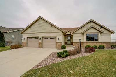 Sun Prairie Single Family Home For Sale: 1311 Heritage Ln