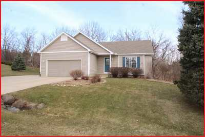 Cambridge Single Family Home For Sale: W9134 Roads End Ct