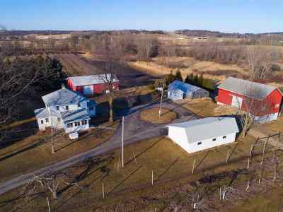 Stoughton Single Family Home For Sale: 2722 Williams Dr
