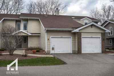 Waunakee Condo/Townhouse For Sale: 105 Meadow Oak Tr