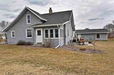 Prairie Du Sac WI Single Family Home For Sale: $245,000