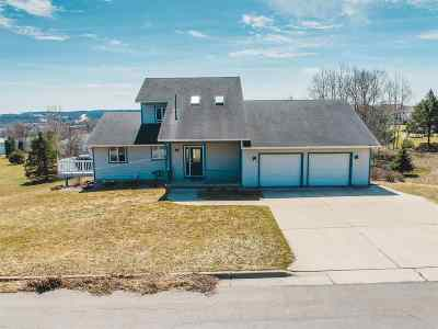 Green County Single Family Home For Sale: 607 12th Ave