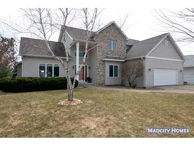 Cottage Grove Single Family Home For Sale: 1012 Starlight Ln