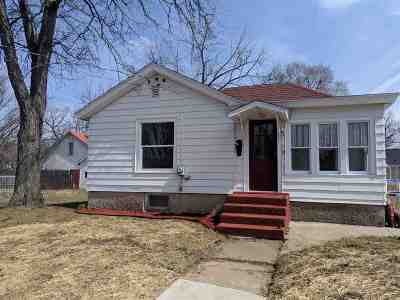 Prairie Du Sac Single Family Home For Sale: 640 8th St