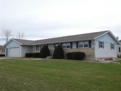 Cuba City Single Family Home For Sale: 604 Sunset Dr