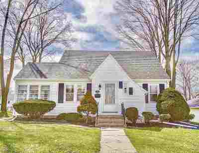 Jefferson County Single Family Home For Sale: 418 E Racine St