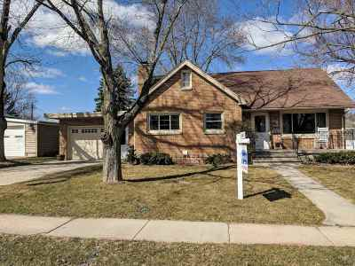 Waunakee Single Family Home For Sale: 407 E Main St