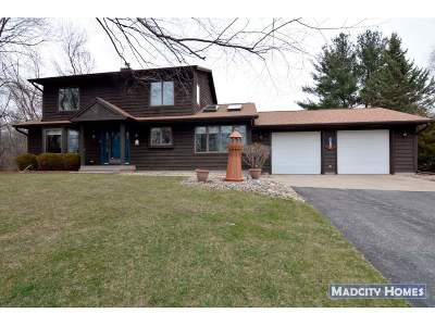 Cross Plains Single Family Home For Sale: 8118 Burr Oak Tr