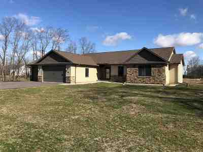 Rock County Single Family Home For Sale: 463 Bay Dr