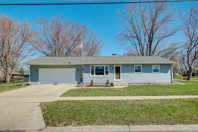 Janesville Single Family Home For Sale: 2006 Nicolet St