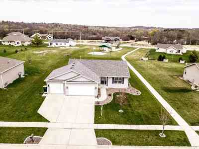 Edgerton Single Family Home For Sale: 952 Stonefield Dr