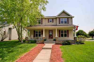 Waunakee Single Family Home For Sale: 911 Pebblebrook Dr