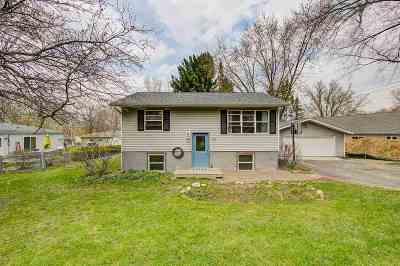 Deforest Single Family Home For Sale: 512 Yahara St