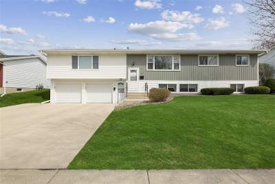 Dane County Single Family Home For Sale: 15 Meadowlark Dr.