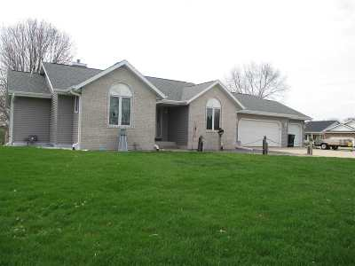Janesville Single Family Home For Sale: 255 Knoll View Dr
