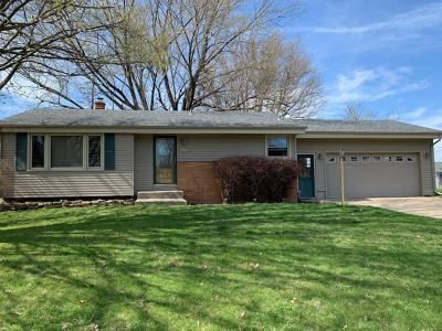 Janesville Single Family Home For Sale: 1924 Cedar Pointe Dr