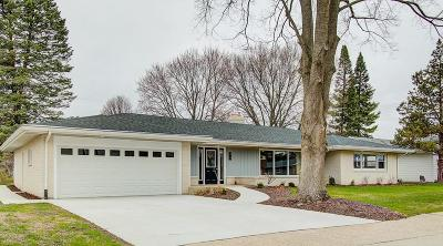 Janesville Single Family Home For Sale: 28 Campus Lane