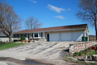Sauk City WI Single Family Home For Sale: $275,000