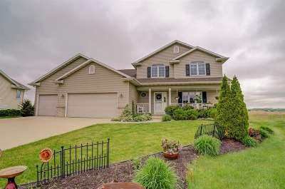 Waunakee Single Family Home For Sale: 914 Lochmoore Dr