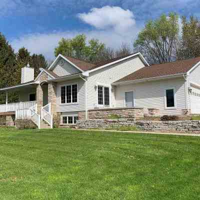 Waunakee Single Family Home For Sale: 5946 River Rd