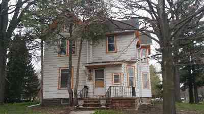 Baraboo WI Single Family Home For Sale: $69,900