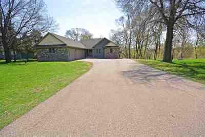 Beloit Single Family Home For Sale: 4630 E Creek Rd