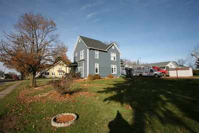 Lancaster WI Single Family Home For Sale: $174,400