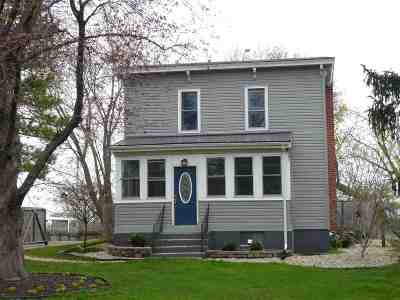 Stoughton Single Family Home For Sale: 901 S 4th St