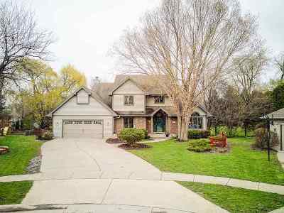 Waunakee Single Family Home For Sale: 407 Fairbrook Ct