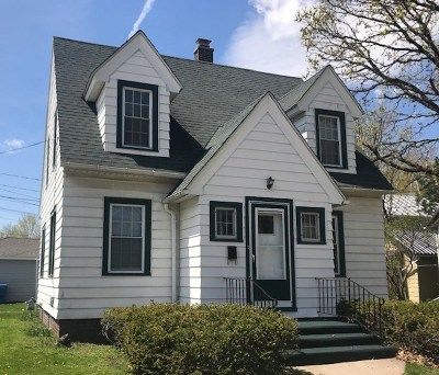 Baraboo Single Family Home For Sale: 817 Broadway St
