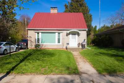 Dodge County Single Family Home For Sale: 611 Greenfield Ave