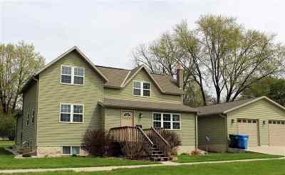 Baraboo Single Family Home For Sale: 605 11th St