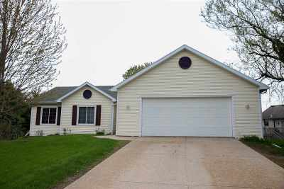 Sun Prairie Single Family Home For Sale: 541 N Musket Ridge Dr