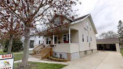 Dodge County Single Family Home For Sale: 134 Vermont St