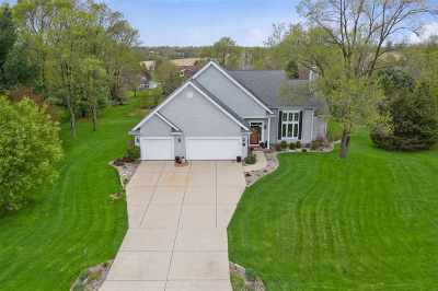 Stoughton Single Family Home For Sale: 1743 Lunde Cir