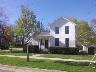 Stoughton Single Family Home For Sale: 340 W McKinley St