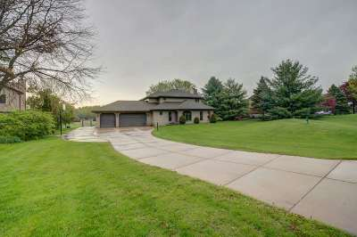 Dane County Single Family Home For Sale: 3730 Bull Run