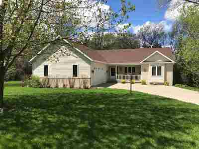 Baraboo Single Family Home For Sale: E11081 Wynsong Dr