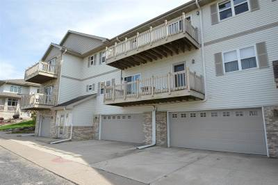 Deforest Condo/Townhouse For Sale: 109 Carriage Way