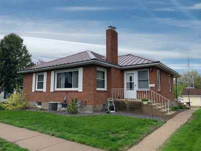 Cuba City Single Family Home For Sale: 212 Washington St