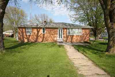 Cuba City Single Family Home For Sale: 102 N Cody St