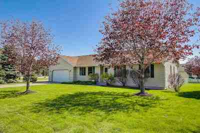 Prairie Du Sac Single Family Home For Sale: 920 Lone Tree Ln